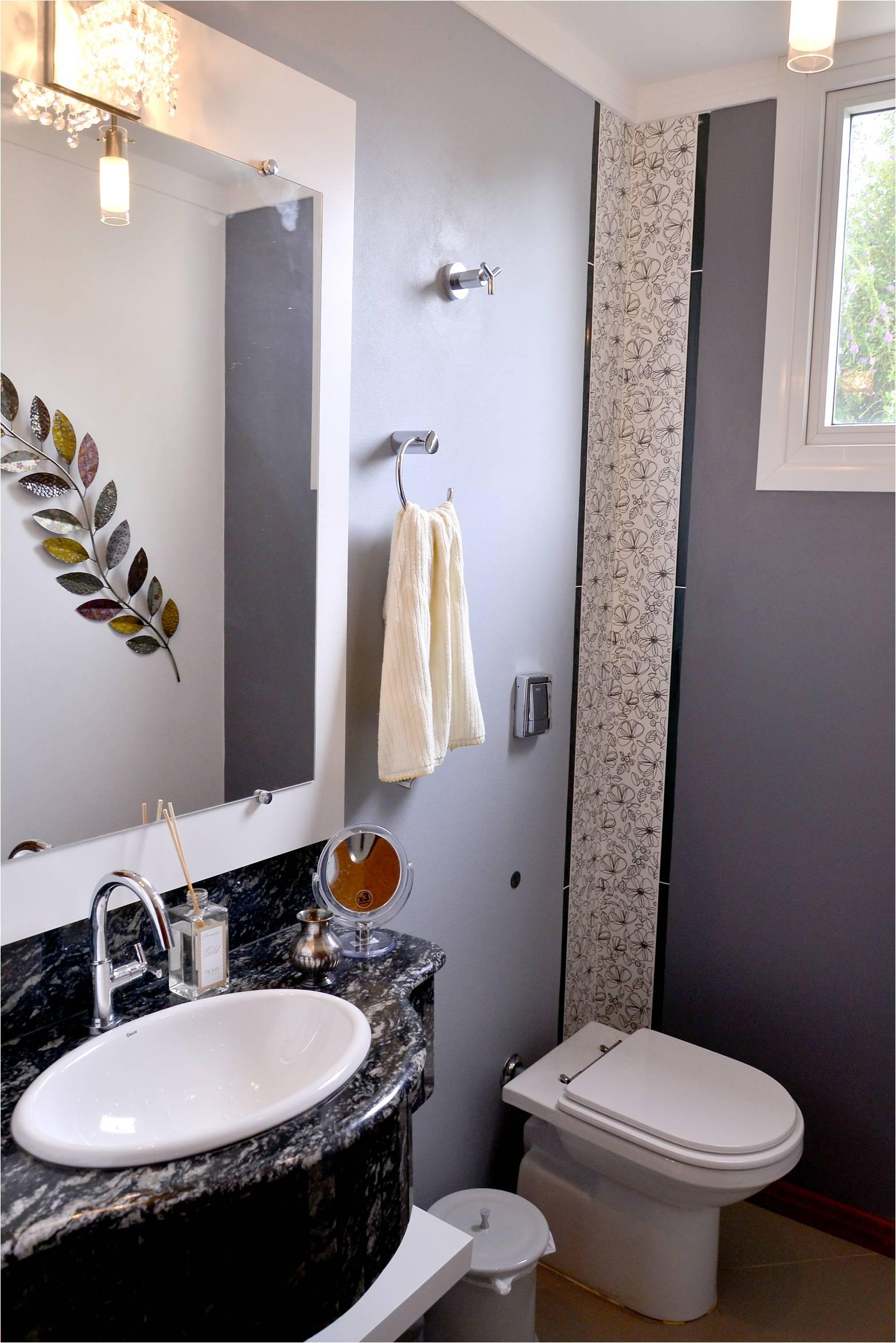 Nesse lavabo com detalhes em branco e preto apostamos no cinza para  #7C624F 1562 2341